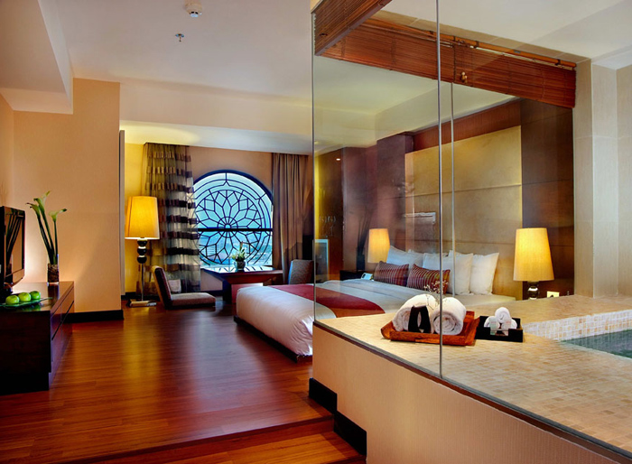Grand Aston City Hall Hotel and Serviced Residences - Medan, Guest Room and Spa
